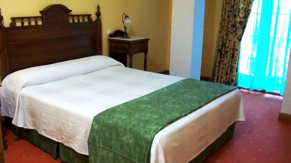 Hotel Cueli - EDIT_room1.jpg