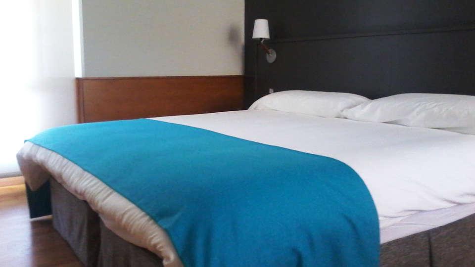 Hotel Don Carlos  - EDIT_room1.jpg