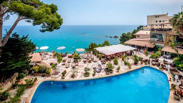 Descubre la Costa Brava con Pensión Completa, Spa y Aperitivo en un hotel con vistas al Mar