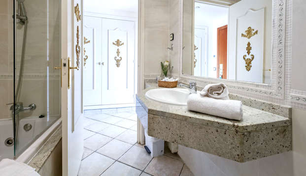 Hotel Eden Roc - NEW BATHROOM