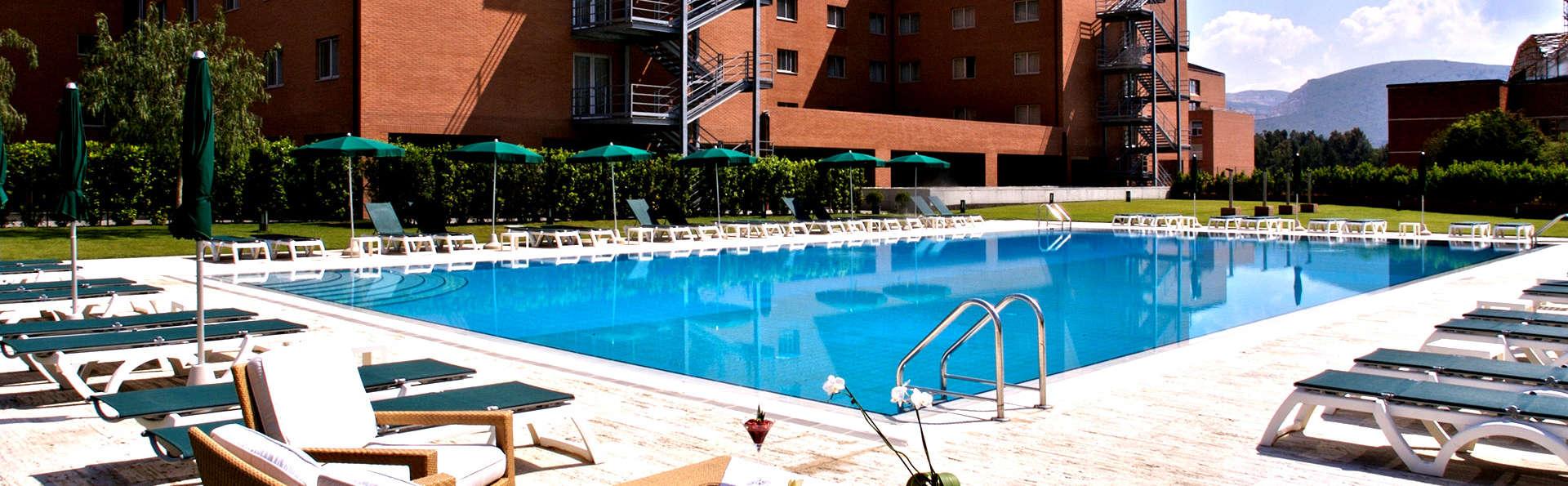 Golden Tulip Plaza Caserta - Edit_Pool2.jpg