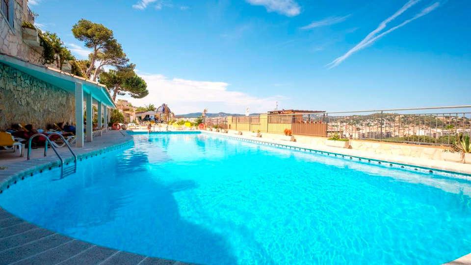 Hotel Montjoi - EDIT_NEW_pool1.jpg