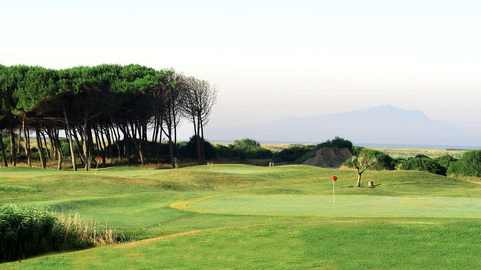Golden Tulip Marina di Castello Resort - Edit_Golf.jpg