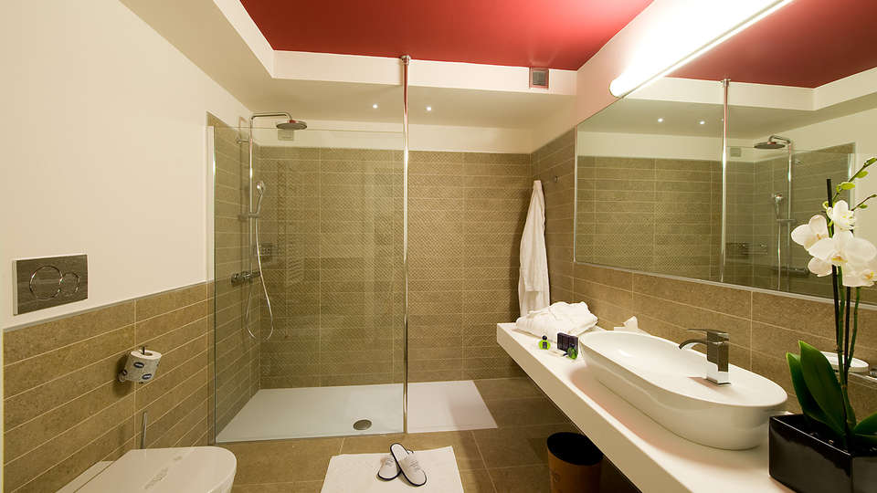Relais Dell'Olmo - Edit_Bathroom2.jpg