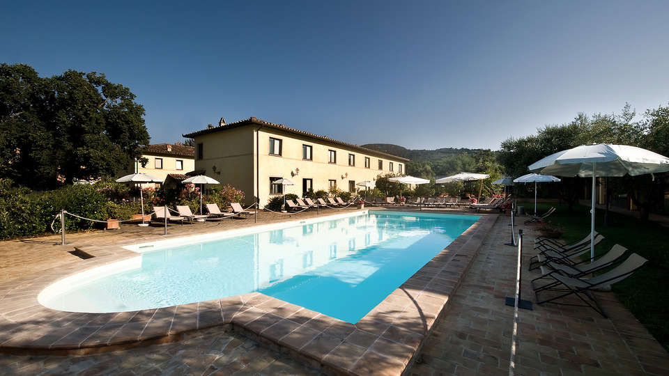 Relais Dell'Olmo - Edit_Pool2.jpg
