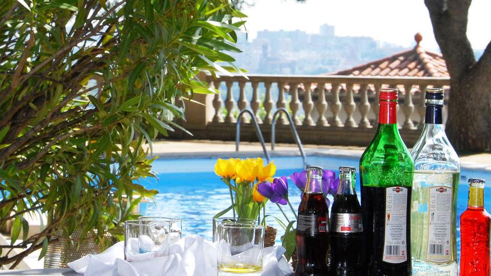Hotel El Castell - EDIT_pool4.jpg