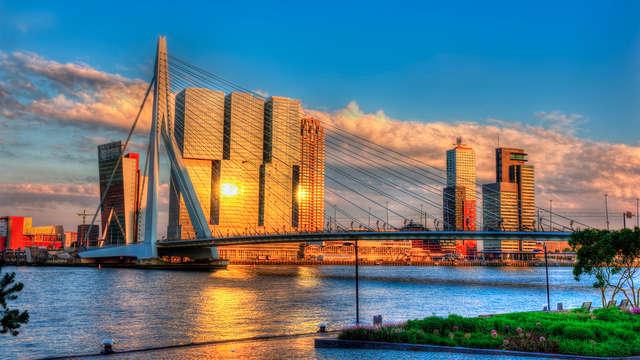 Vaar door de grootste haven van Europa in Rotterdam