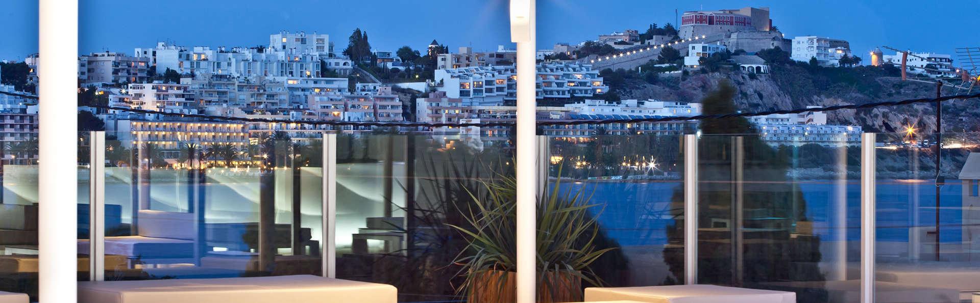 Alójate en el centro de Ibiza en apartamentos