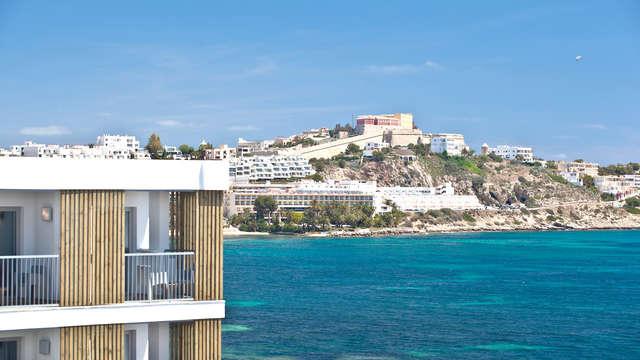 Détente dans un appartement sur la magnifique île d'Ibiza avec vue sur la mer