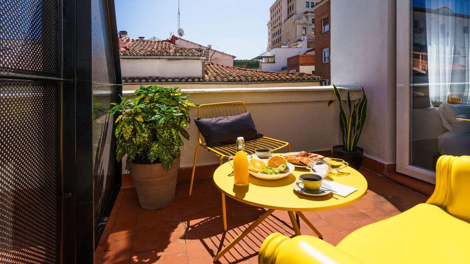 The Walt Madrid - edit_new_breakfast_terrace.jpg