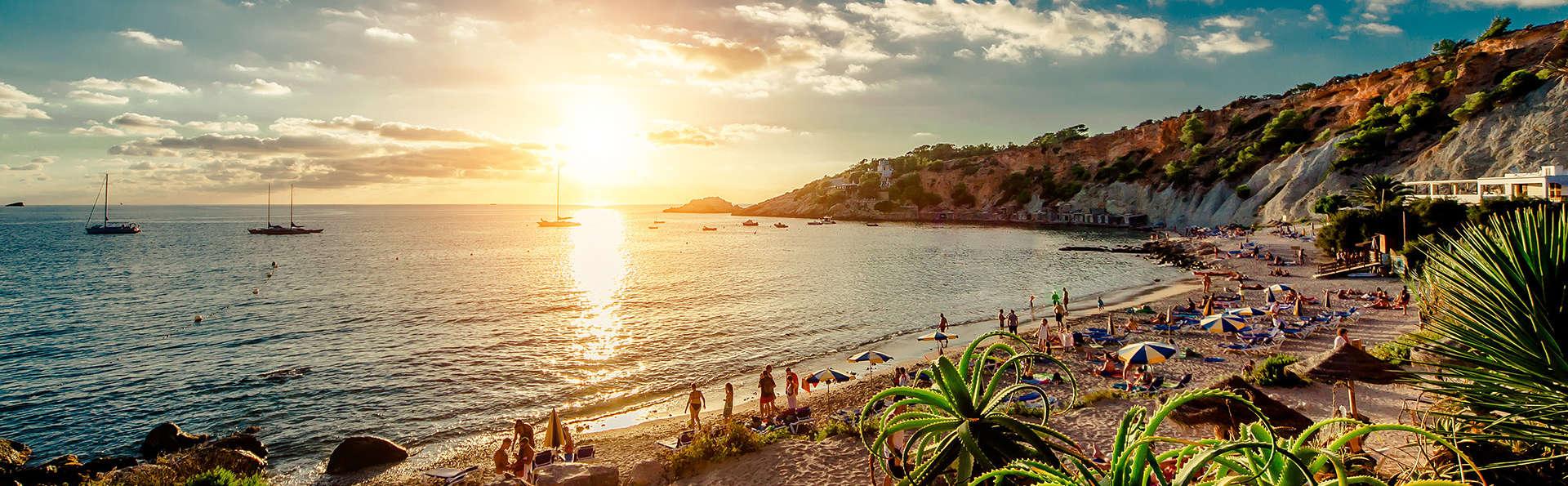 Profitez de la vue sur la Méditerranée depuis votre chambre à Ibiza (non remboursable)