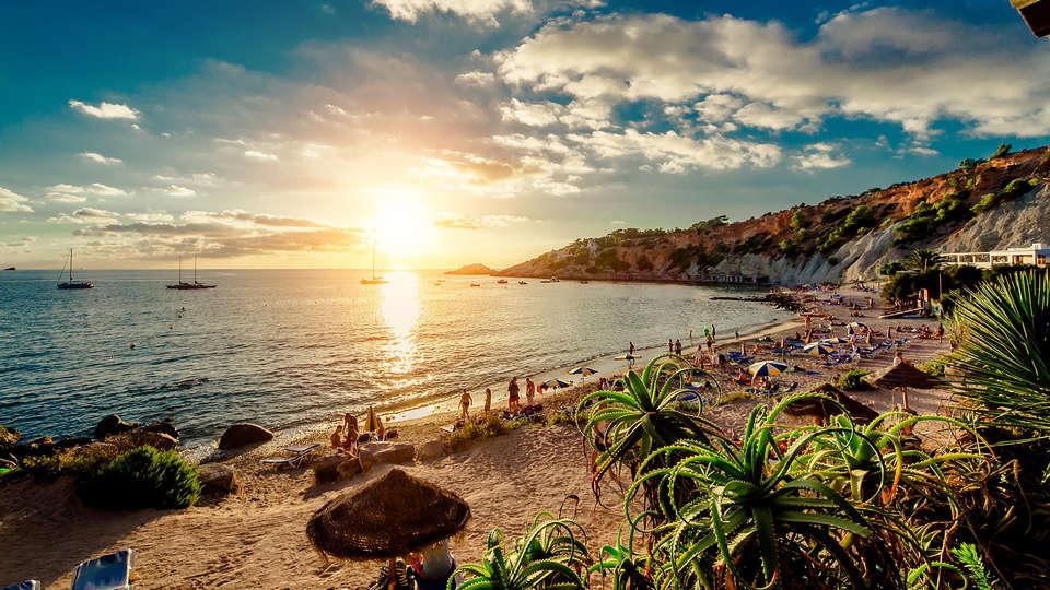 Ryans La Marina - Edit_Ibiza.jpg