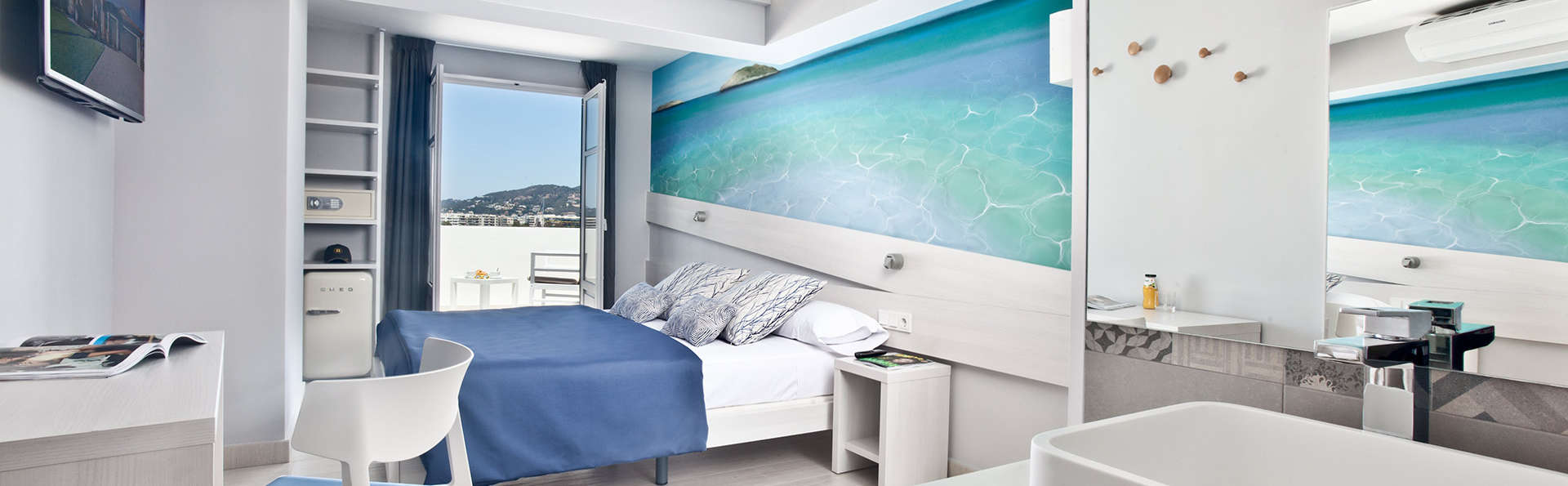 Alójate en ibiza en un hotel de diseño en primera línea de mar