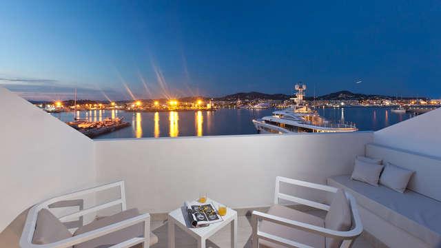 Vacaciones bajo el sol balear en habitación superior en Ibiza