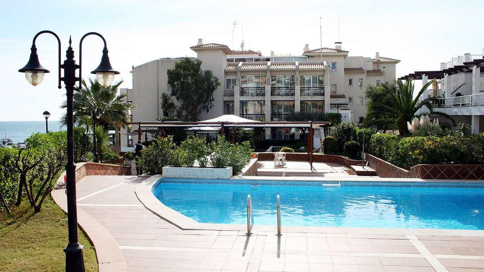 Hotel Estela Barcelona - EDIT_pool2.jpg
