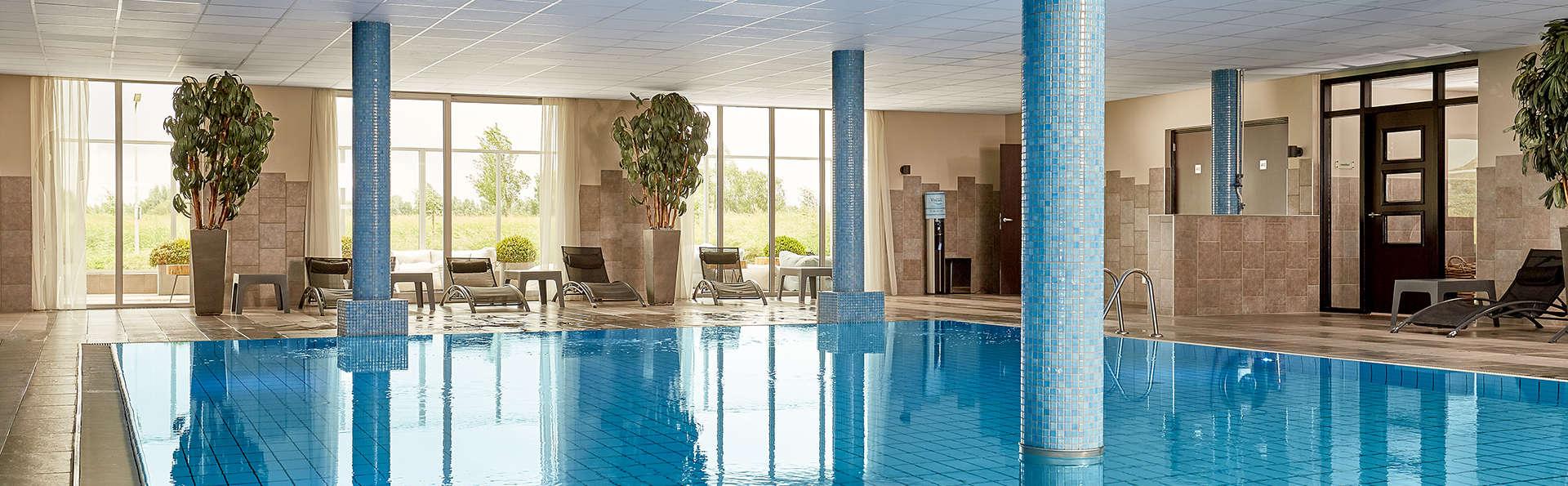 Van der Valk Hotel ARA  - EDIT_NEW_pool.jpg