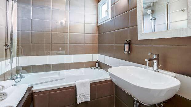 Le Domaine de la Petite Isle - Luberon - new bathroom