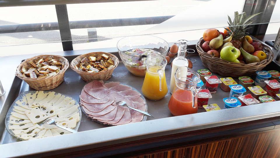 Hotel de Loire Restaurant les Bateliers - EDIT_breakfast3.jpg