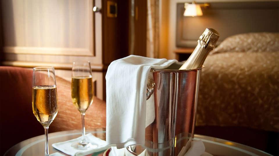 Hotel Emperatriz II - EDIT_cava1.jpg
