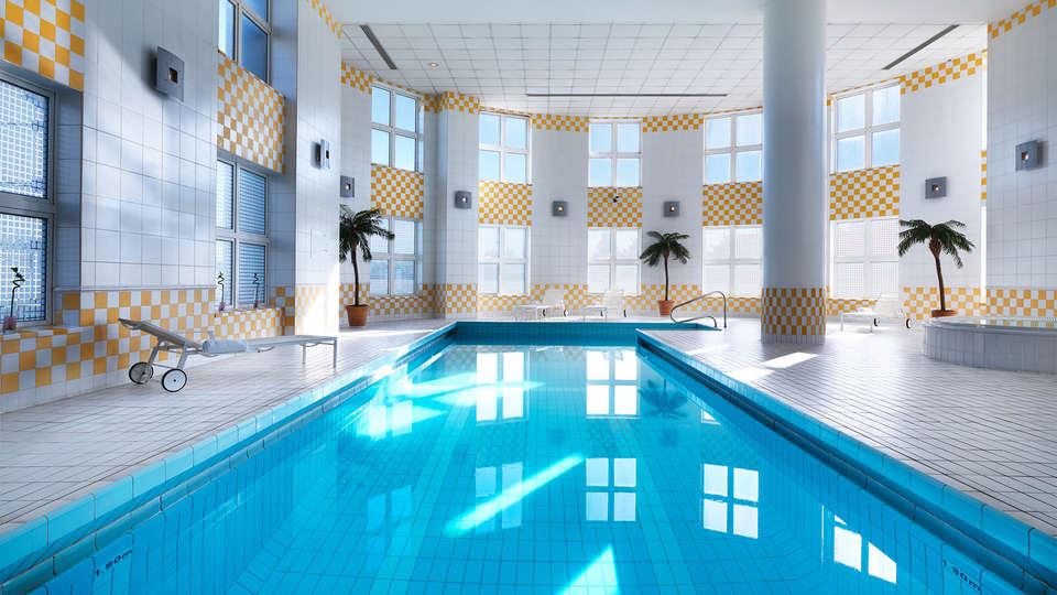 Hyatt Regency Paris-Charles de Gaulle - EDIT_pool1.jpg