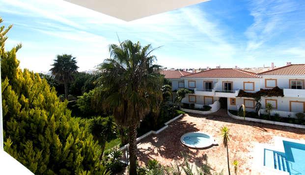 Relax, paz y tranquilidad en un hotel de diseño con vistas a la piscina