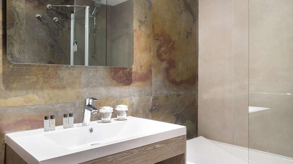 Hotel Birdy by HappyCulture - edit_bathroom2.jpg