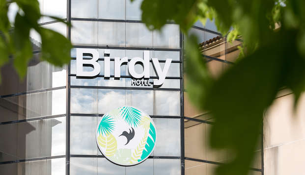 Hotel Birdy by HappyCulture - front detail