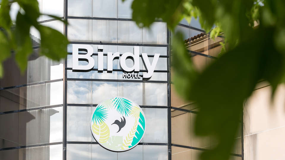 Hotel Birdy by HappyCulture - edit_front_detail2.jpg