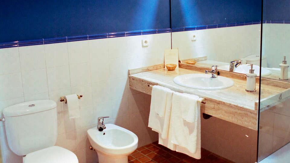 Hotel El Turcal - EDIT_bath1.jpg