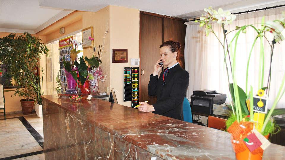 Hotel Felipe II - EDIT_reception1.jpg