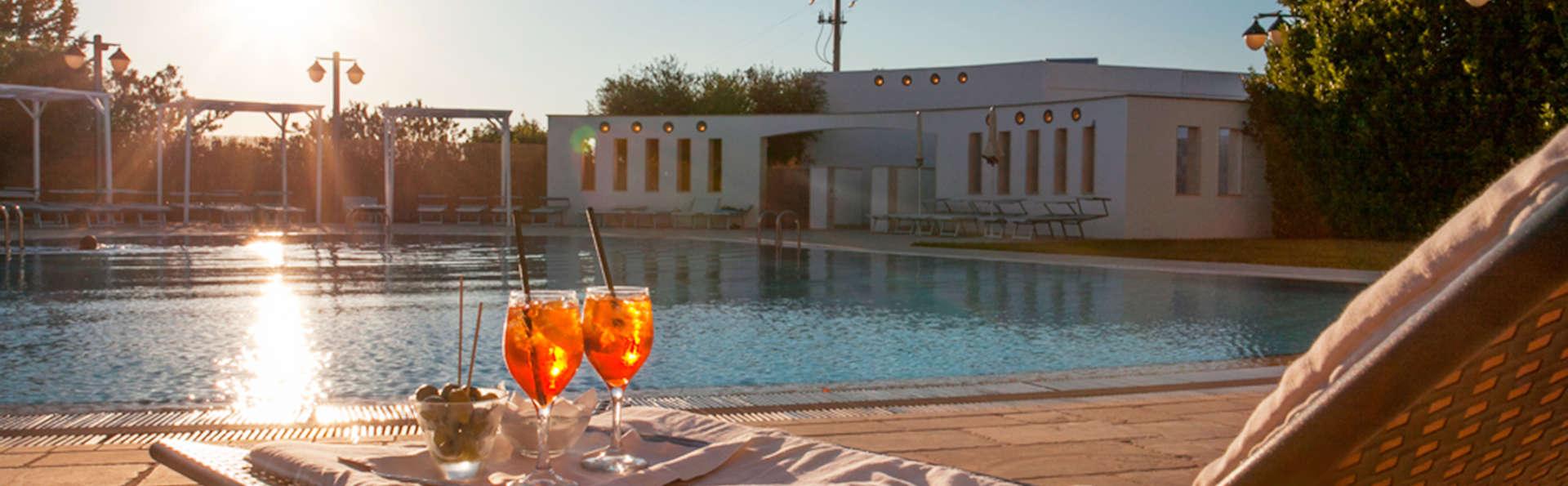 Grand Hotel La Chiusa di Chietri - EDIT_pool.jpg