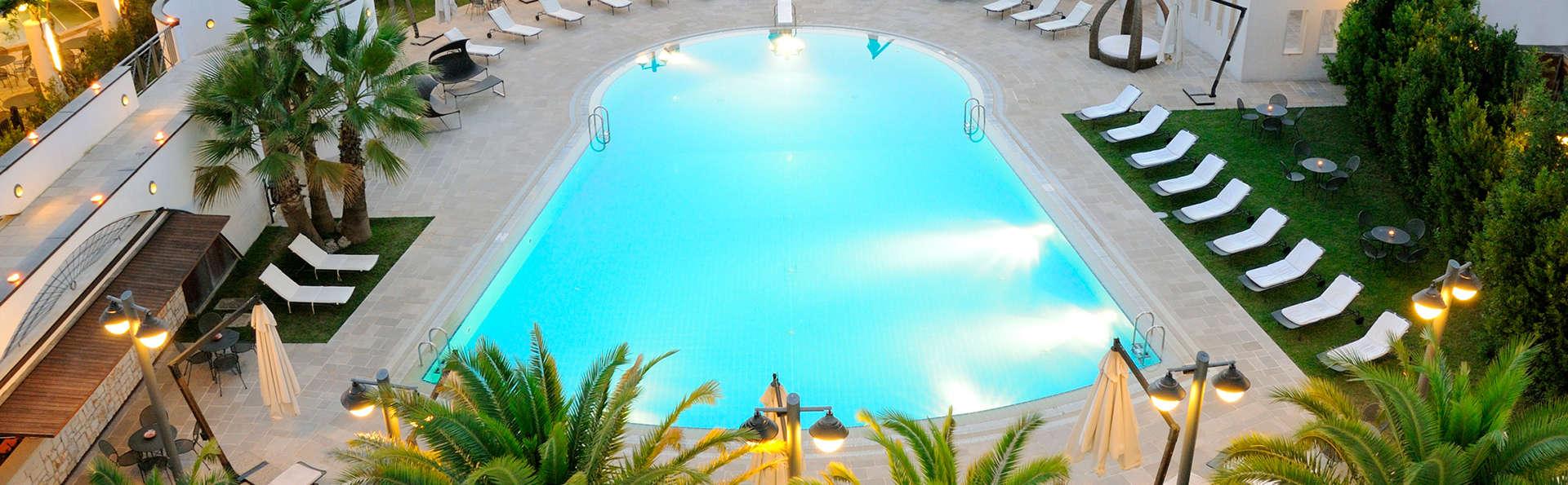 Grand Hotel La Chiusa di Chietri - EDIT_pool3.jpg
