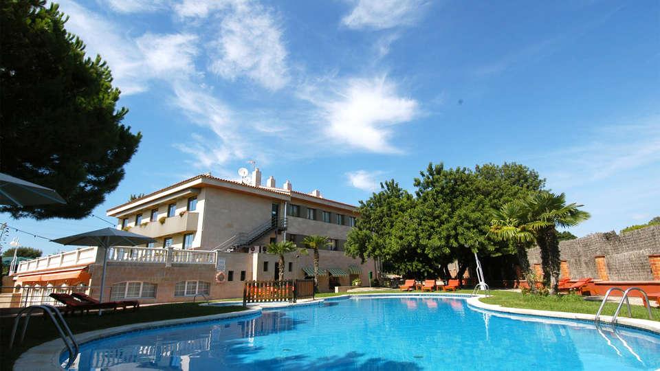 Hotel Felix - EDIT_pool1.jpg