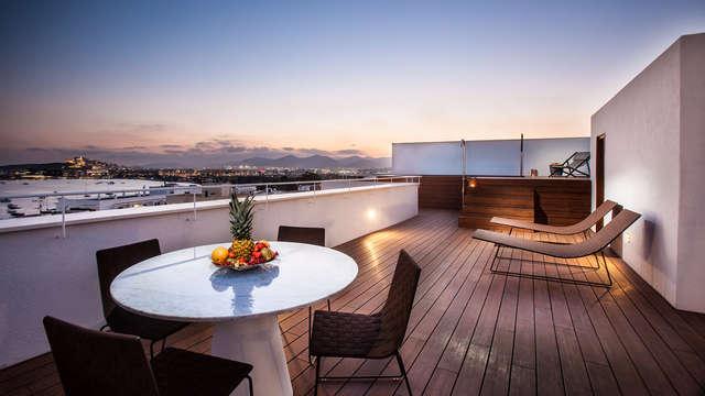 Découvrez le charme et le luxe d'Ibiza à Cala Talamanca