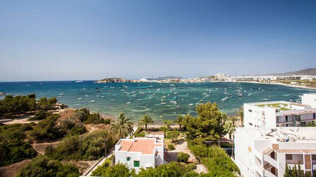 Sol, playa y mediterráneo en un hotel de diseño en Ibiza