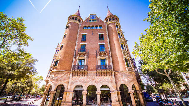 Descubre la Casa de les Punxes en Barcelona (desde 2 noches)