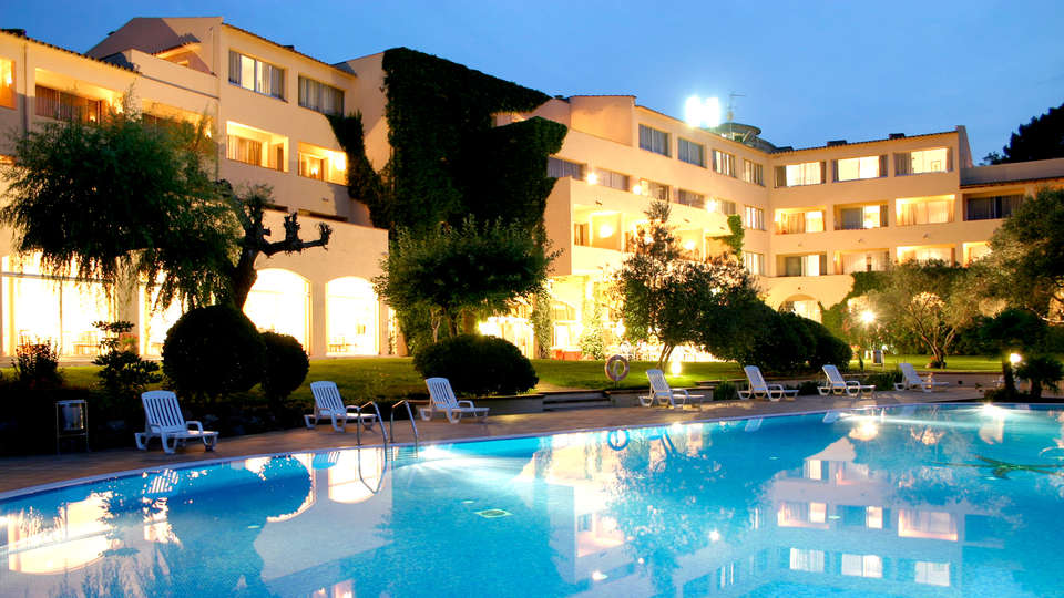 RVHotels Golf Costa Brava - Edit_Pool.jpg