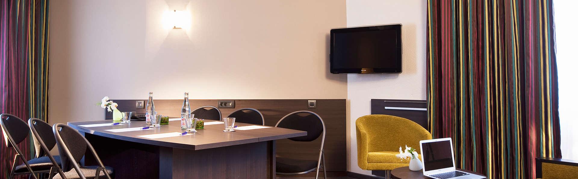 Escale Oceania Vannes - EDIT_business-room.jpg