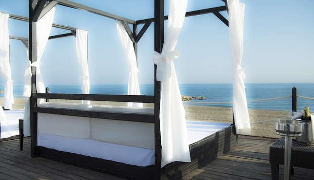 Escapada de lujo en habitación con vistas directas al mar, en Marbella