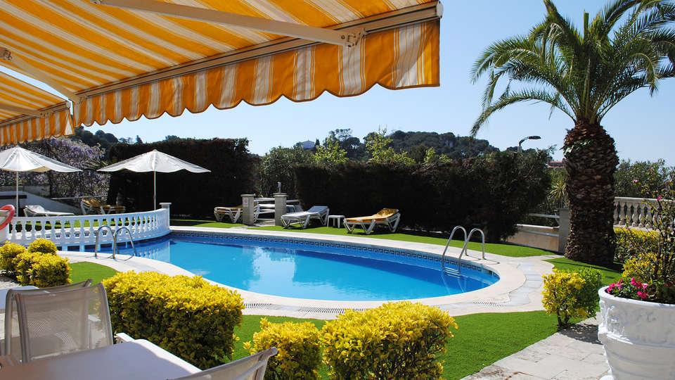 Hotel Bonsol - EDIT_pool1.jpg