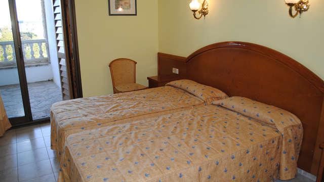 1 noche en habitación twin confort para 2 adultos