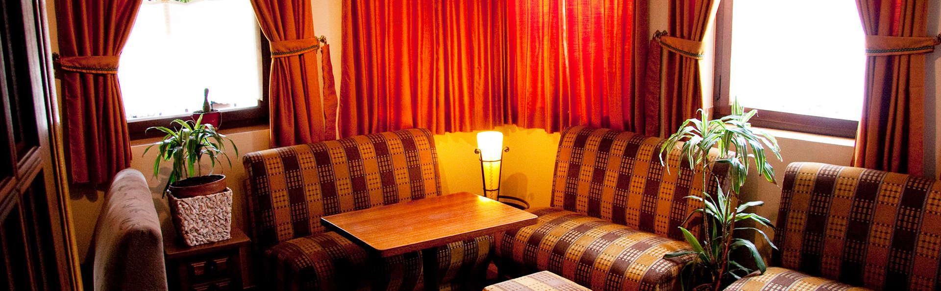 Hostal Restaurante Remoña - EDIT_sala.jpg