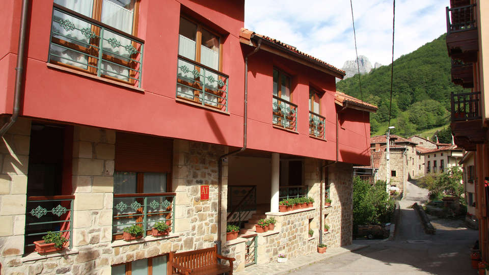 Hostal Restaurante Remoña - EDIT_front1.jpg
