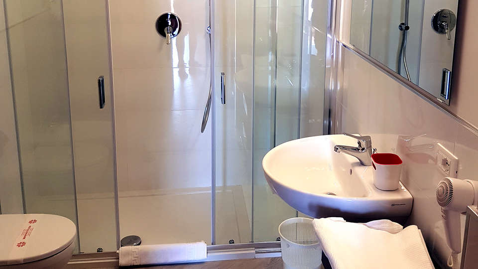 Residence La Meridiana - Edit_Bathroom.jpg
