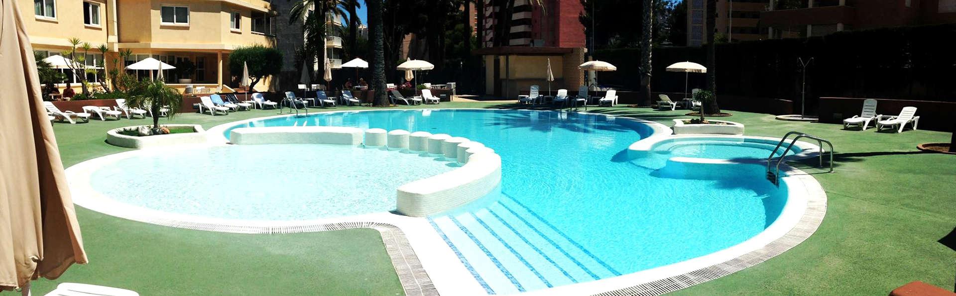 Deconnecte au pied de la plage de San Juan dans un hotel 4* avec piscine et petit déjeuner inclus