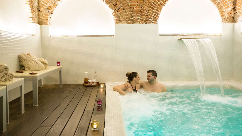 Hotel Hospes Puerta Alcalá - EDIT_spa.jpg