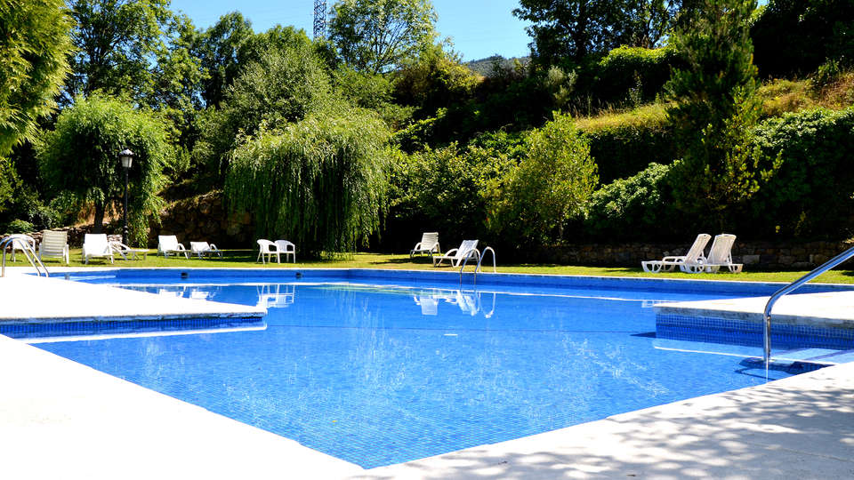Hotel Infantado - Edit_Pool3.jpg
