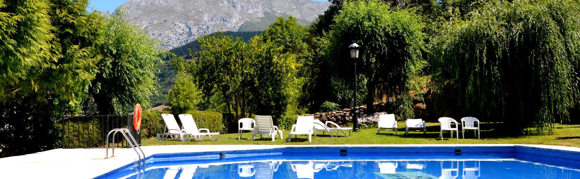 Hotel Infantado - Edit_Pool4.jpg