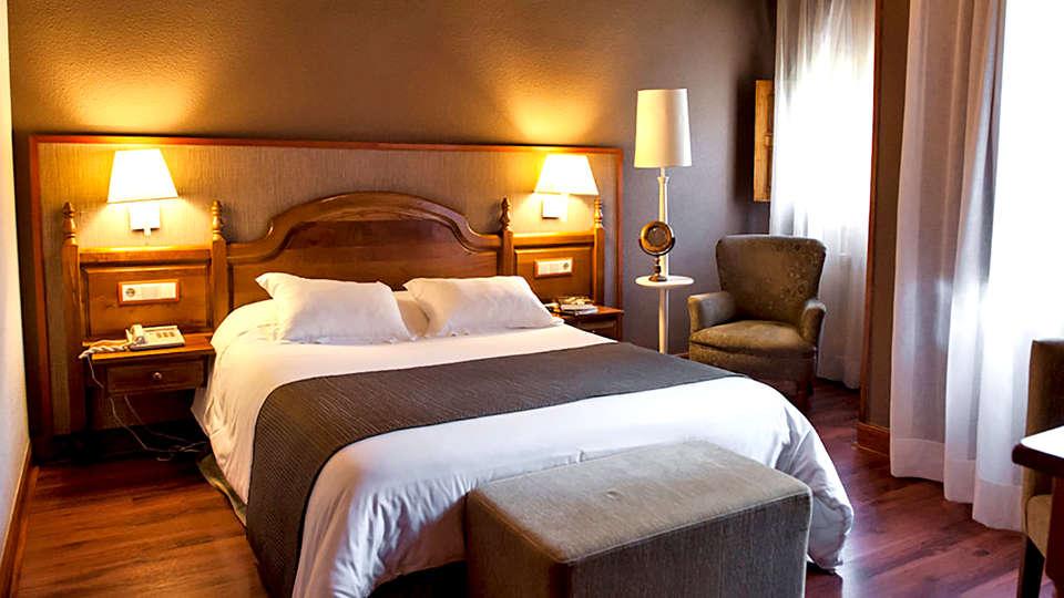 Hotel Infantado - Edit_Room3.jpg