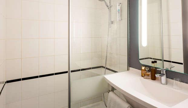 Hotel Ibis Bordeaux Sud Pessac - Bathroom